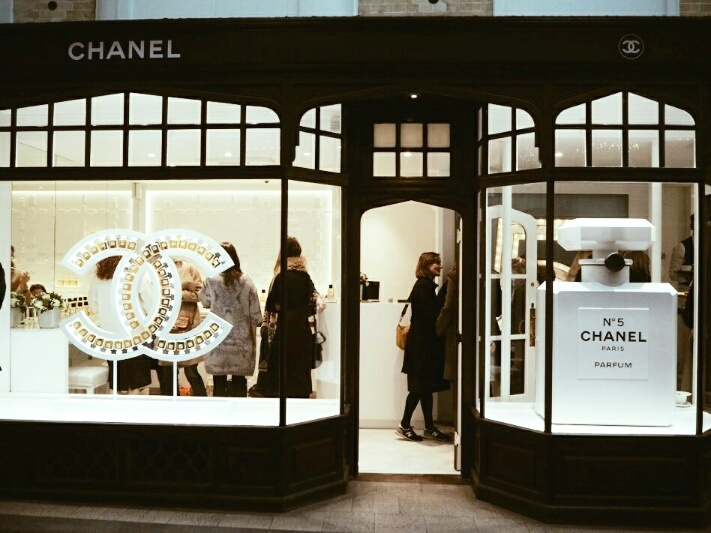 1 Chanel-Burlington-arcade-beauty-boutique-disneyrollergirl