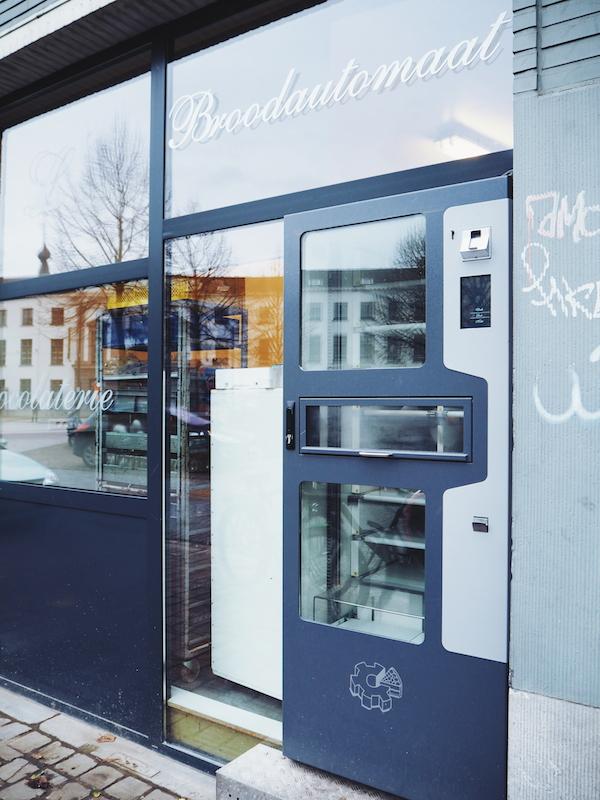 Lints Patisserie bread vending machine in Antwerp