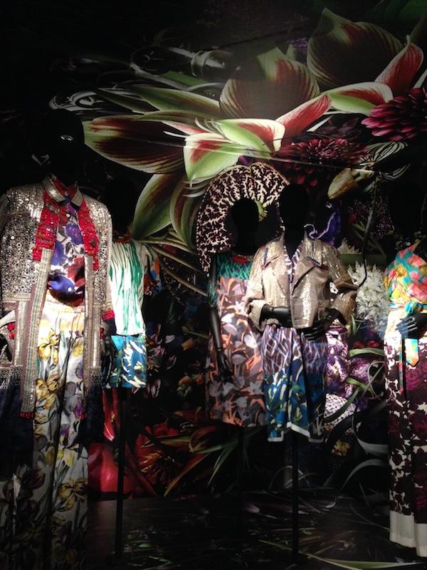 16 Dries-Van-Noten-Inspirations-exhibition-Gold-and-exoticism-disneyrollergirl