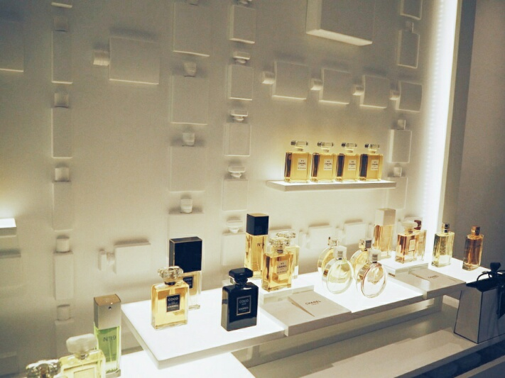 5 Chanel-Burlington-arcade-beauty-boutique-disneyrollergirl