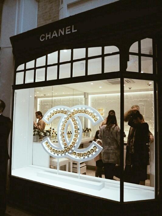6 Chanel-Burlington-arcade-beauty-boutique-disneyrollergirl