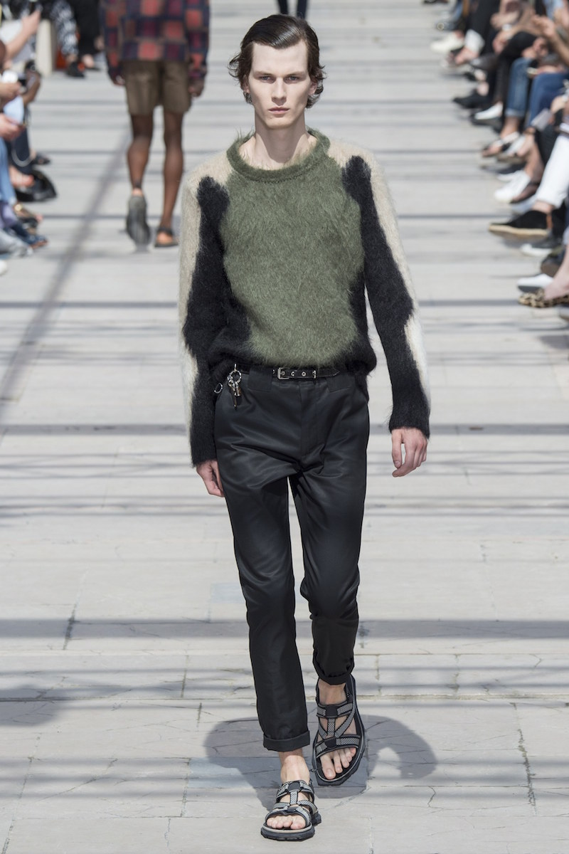 8 Louis Vuitton Vogue Runway 9