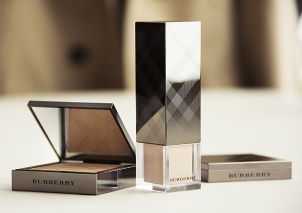Burberry-Fresh-Glow-Fluid-foundation