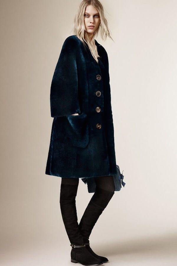 Burberry-pre-fall-2015-coats 4