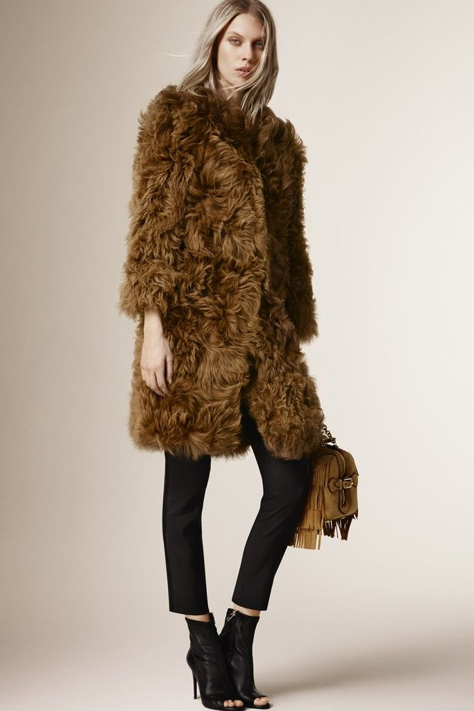 Burberry-pre-fall-2015-coats 5