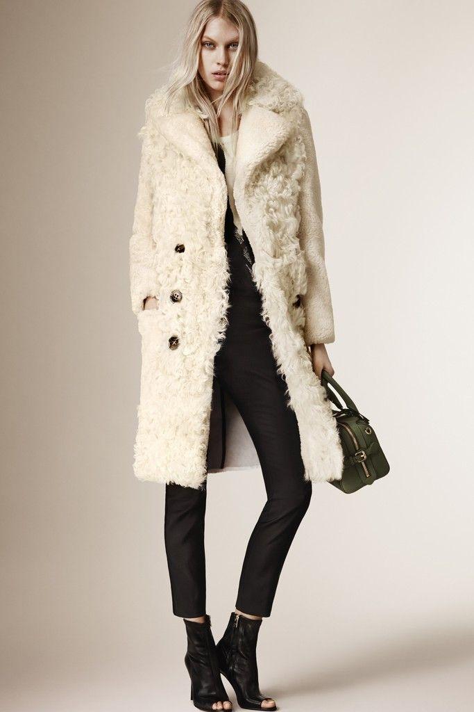 Burberry-pre-fall-2015-coats 6