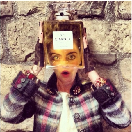 Cara-Delevigne-Chanel-Metiers-dArt-Linlithgow-Palace