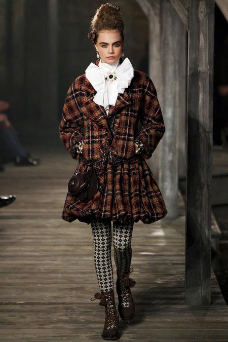 Cara-Delevigne-Chanel-Metiers-dArt-style