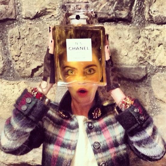 Cara-Delevigne-Chanel-No-5-Chanel-Métiers-d'Art-Linlithgow-Palace