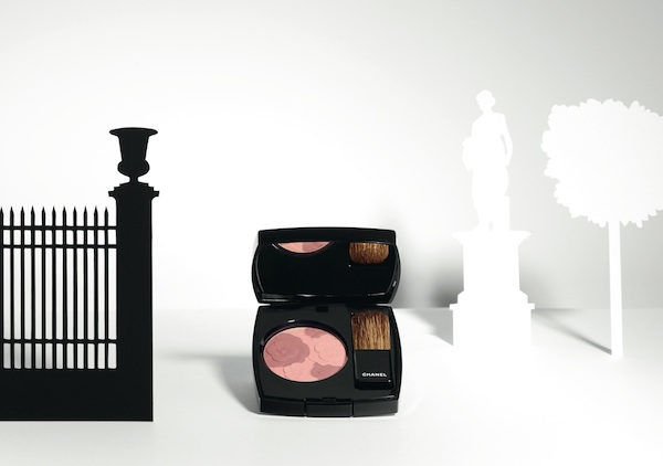 Chanel spring 2015 make-up colours Blush Camelia Rose. photo by Paul LEPREUX