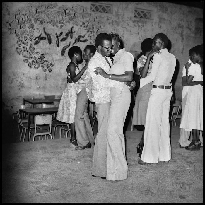 Le quart d'heure rumba à la soirée privée by Sanle Sory, 1977