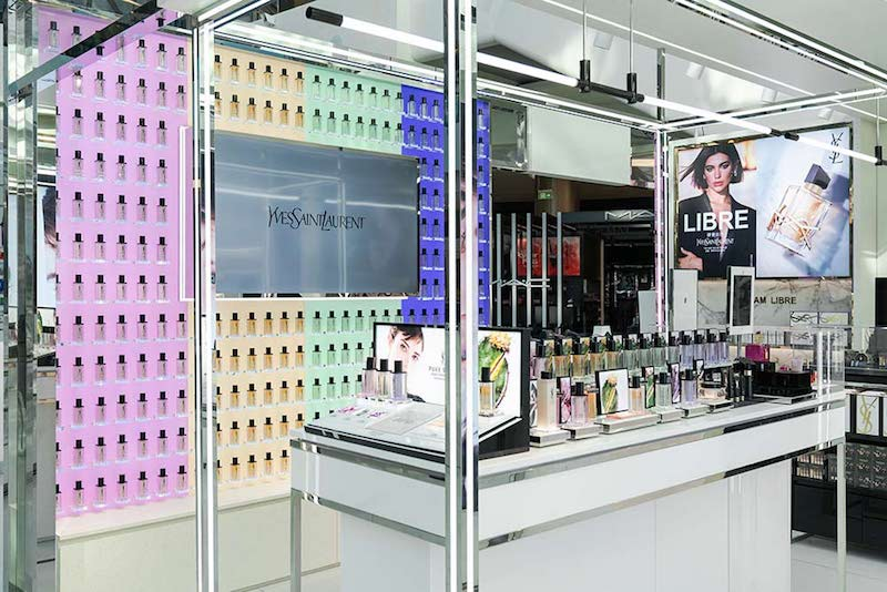 YSL Beaute Pure Shots AI pop-up in Hainan